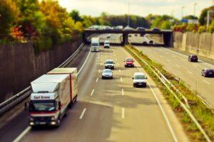 Zależy Ci na wygodnej podróży i bezpiecznym dotarciu na miejsce? Poznaj naszą ofertę na wynajem busa w Warszawie!
