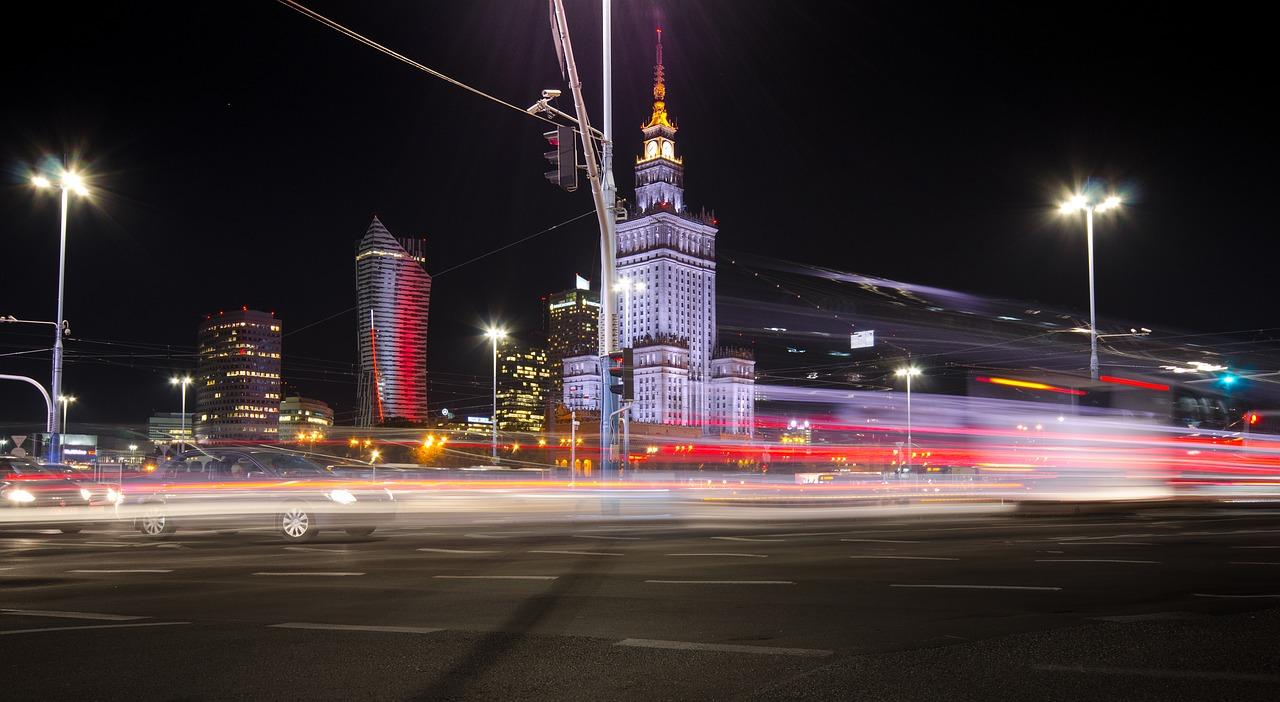 Zorganizowana wycieczka do stolicy. Wynajmijcie osobowego busa razem z kierowcą, a na pewno nie zgubicie się w Warszawie